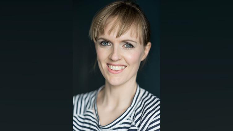 Holly Walsh headshot