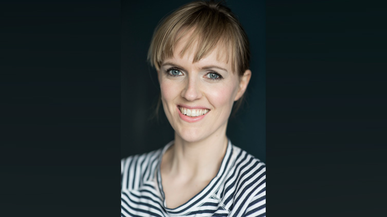 Holly Walsh headshot