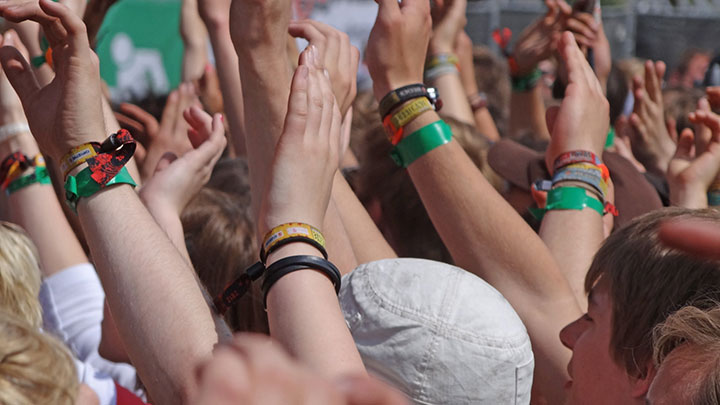 Caring for your eyes when camping at summer music festivals