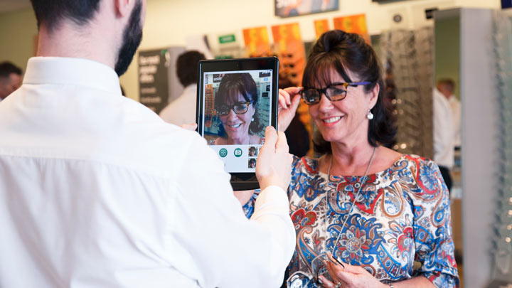 specsavers customer using digital precision eyecare