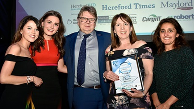 BBR Optometry team collecting award