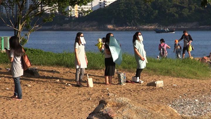 Participants of the sun diet fad
