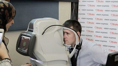 David Linden MP has an optical coherence tomography screening at the Westminster eye health event