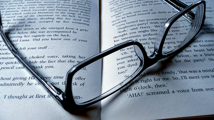 Wearing spectacles improves reading ability in children with astigmatism