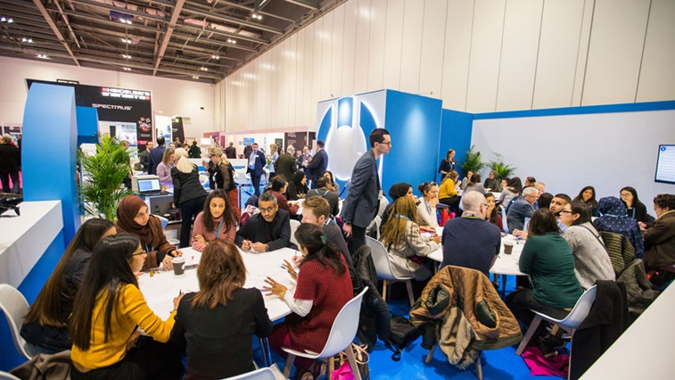 100% Optical 2019 education on AOP stand