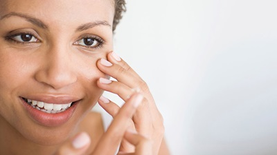 Woman puts contact lens in