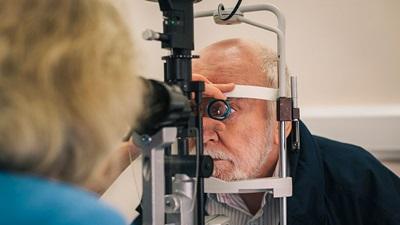 Man has sight test