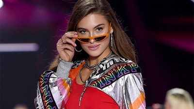 Grace Elizabeth wearing Victoria's Secret Pink sunglasses