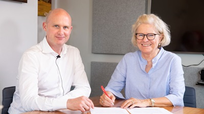 Ryan Leighton and Lise Lotte Bundesen sign Hearing Care Partnership and Ida agreement