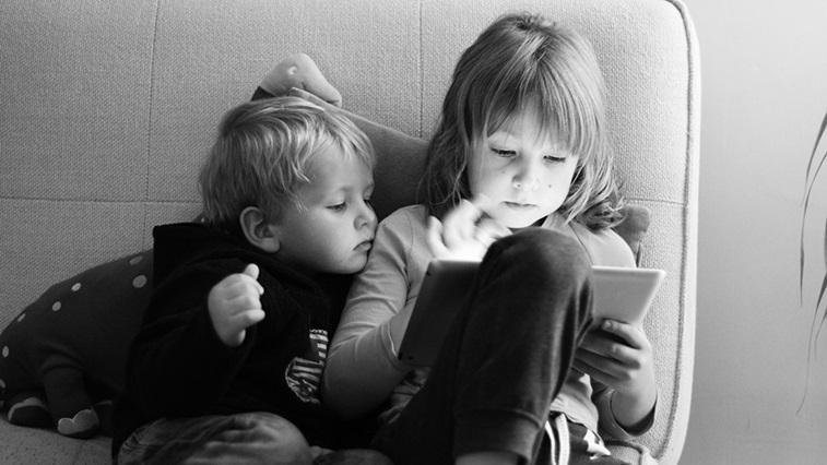 Children on ipad