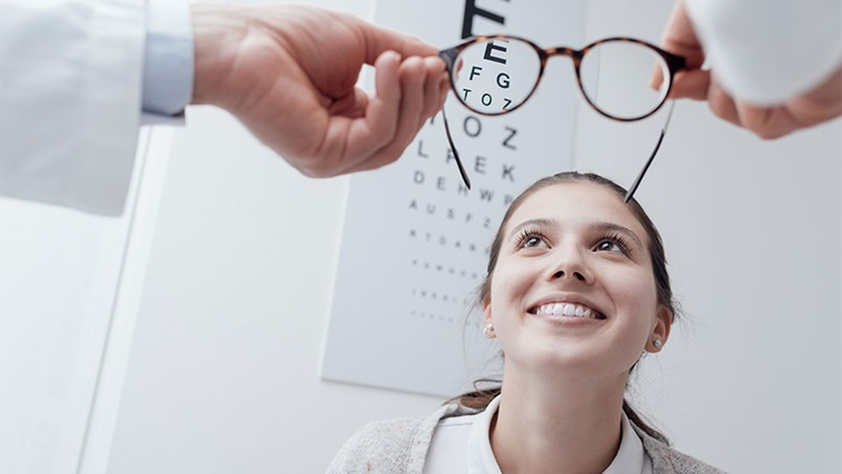 Sight test chart and spectacles