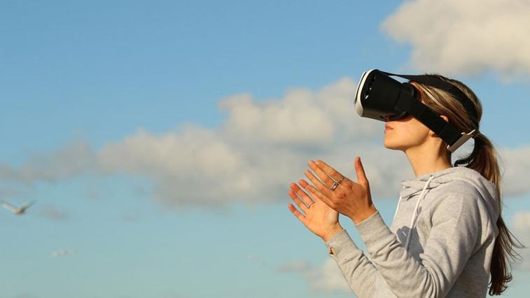 Lady wearing virtual reality headset