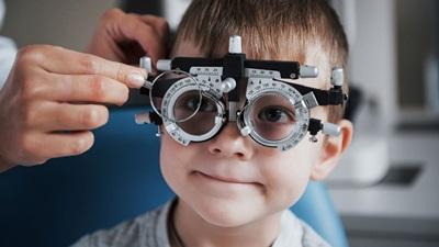 boy eye test