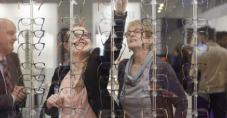 100% Optical 2015 women looking at frames