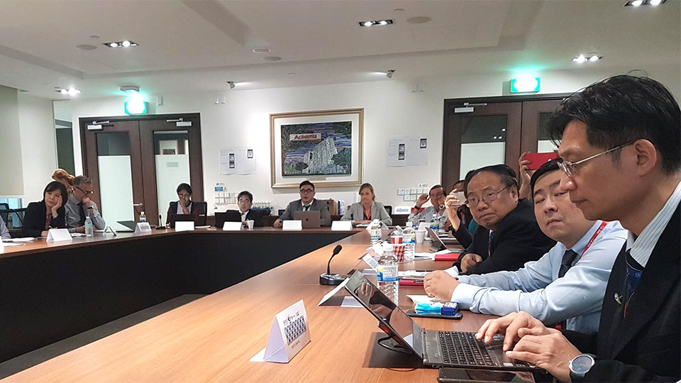 A trio of organisations met in Singapore to talk about myopia strategies